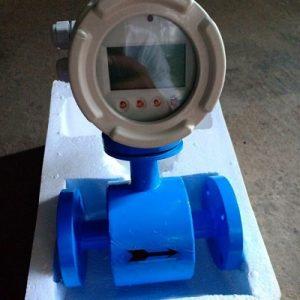 đồng hồ đo lưu lượng nước dạng điện tử
